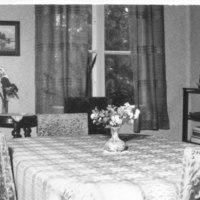 Näkymä pappilan ruokasaliin 1965