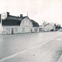 Oikealta: kauppias ja värjäri Tammisen talo, Schultzin talo