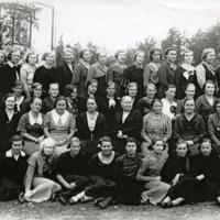 Orimattilan kotitalousopiston opettajat ja oppilaat 1933-1934