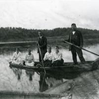 Souturetkeläisiä Järvikylän järvellä