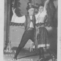Iisalmen työväenteatterin Punainen laukku -näytelmä. Kuvassa Reino Kärnä ja Hilma Huttunen