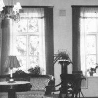 Näkymä pappilan saliin 1965