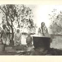 Pekkalassa pyykillä n. 1930