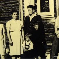 Olli ja Anna Haanpään perhe vuonna 1948.