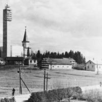 Uusi ja vanha kirkko rinnakkain