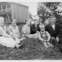 Nuuttilan pihalla vuonna 1934