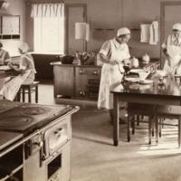 Orimattilan kotitalousopiston opetuskeittiö 1920-luvulla