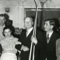 Tsekkoslovakialaisia vieraita Valtosen suksitehtaalla