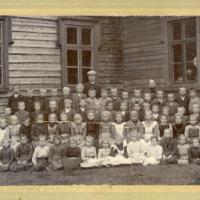 Kirkonkylän kansakoulun opettajat ja oppilaat 1903