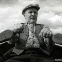 Kalle Hankonen soutamassa