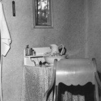 Pappilan piispan huoneen pesupöytä 1965