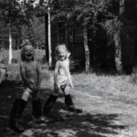 Elsa Haanpää ja Terttu Marttinen Korpelaisessa