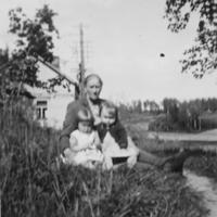 1955 Anneli, Ani ja  Anna Valve.jpg