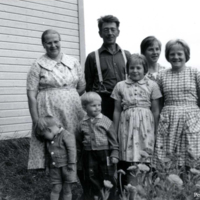 Eeva ja Oskari Haanpää perheineen