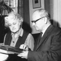 Anna-Maija ja Lauri Kärävä pappilassa 1965
