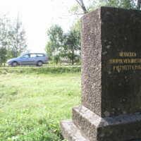 vanhan kirkon muistomerkki.jpg