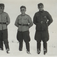 Pentti Lehtinen oik. ja kaverit Petsamossa 1942.jpg