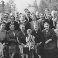 Maalaisliiton naiskansanedustajia kesäkursseilla Runnilla 1954. Mukana olivat myös Kaarina ja Johannes Virolainen