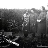Pentti Haanpään haudalla