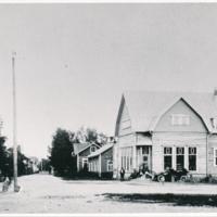 Walter Schultzin liiketalo 1920-luku<br /> Läkkiseppä Salminen<br /> Kätilö Signe Schultz