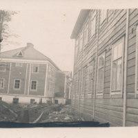 Portaanpään kristillisen kansanopiston puinen päärakennus ja asuntola